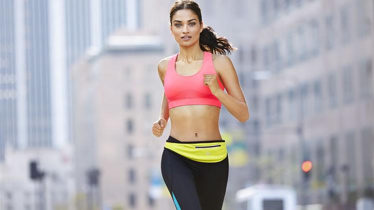 Ropa para running. La ropa de running es casi imprescindible para practicar la carrera a pie, o en otros términos, running , con el fin de correr de forma cómoda, segura y preventiva.